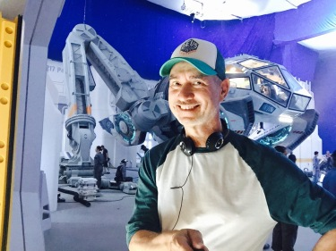 independence-day-2-resurgence-roland-emmerich-set-photo